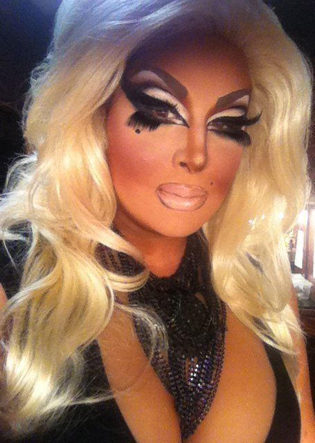 How to do Drag Queen makeup | Drag Queens of the World